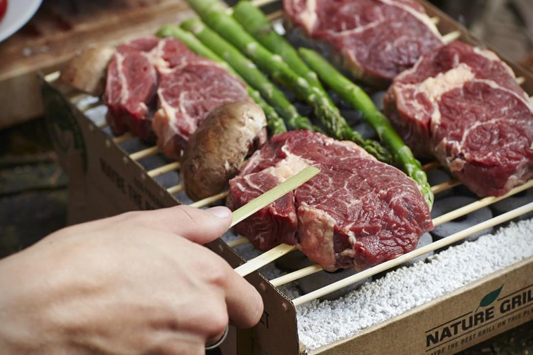 jednorazovy-ekologicky-gril-casus-grill_steak.jpg