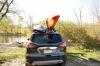 Malone FoldAway-J s nákladem kajaků na střeše auta.jpeg